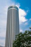 Skyskrapa med den blåa skyen och och treen Fotografering för Bildbyråer