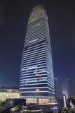 Skyskrapa på Lujiazui område på natten, Shanghai, Kina Royaltyfria Foton