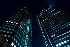 Skyskrapa på natten Arkivfoton