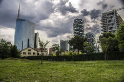skyskrapa på Porta Nuova i Milan, Italien Arkivbilder