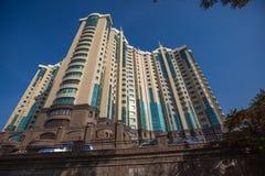Skyskrapabyggande    torn i Almaty Kasakhstan Arkivbilder