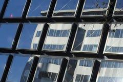 skyskrapafönster Arkivbild