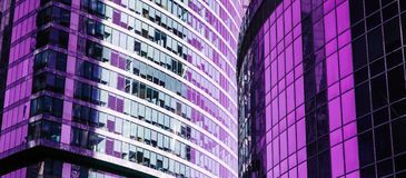 Skyskrapafasad berlin byggnadskontor glass moderna silhouettes T arkivfoto