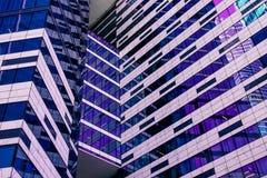 Skyskrapafasad berlin byggnadskontor glass moderna silhouettes royaltyfri bild