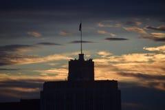 Skyskrapakontur på skymning Fotografering för Bildbyråer