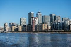 Skyskrapor av Canary Wharf i London Royaltyfri Foto