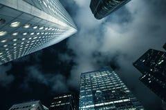 Skyskrapor av den Hong Kong staden på natten Royaltyfri Fotografi