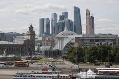 Skyskrapor av den internationella staden för Moskva för affärsmitt arkivfoton