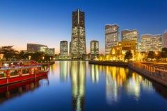 Skyskrapor av den Yokohama staden på solnedgången Royaltyfri Fotografi
