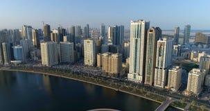 Skyskrapor av storstaden Sharjah förenade arabiska emirates arkivfilmer