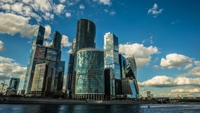 Skyskrapor för affärsmitt beskådar schackningsperioden för tid 2 4k arkivfilmer