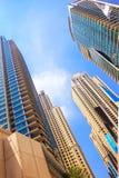 Skyskrapor högväxta byggnader och byggnader, beskådar underifrån, emir Arkivbild