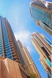 skyskrapor högväxta byggnader och byggnader, beskådar underifrån, urbaen Royaltyfria Bilder