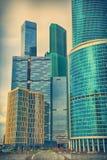 Skyskrapor i affärsdelen av staden Arkivfoton