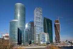 Skyskrapor i affärsmitt Arkivbilder