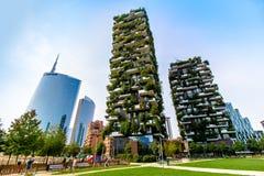 Skyskrapor i affärsområdet av Milan, Italien Fotografering för Bildbyråer
