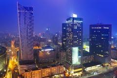 Skyskrapor i centret av Warszawa på natten Royaltyfria Foton