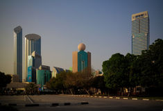 Skyskrapor i det Abu Dhabi centret, UAE Arkivbilder