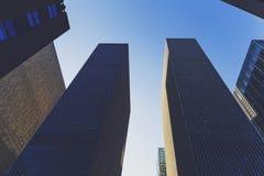 Skyskrapor i Manhattan, Times Square för nyc nästan på 46th Royaltyfria Foton