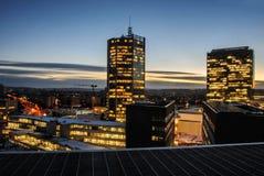 Skyskrapor i natten Prague modern byggnadsarkitektur Arkivfoton