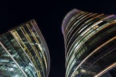 Skyskrapor i natthimlen Royaltyfri Bild