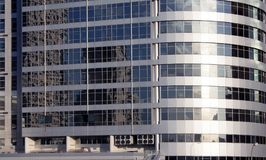 Skyskrapor i Tel Aviv, Israel Modern stadsbakgrund för korporation som tonar Lens signalljus Affärsfinansteknologi Royaltyfria Bilder