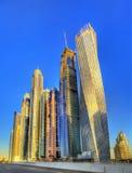 Skyskrapor i världens det mest högväxta tornkvarteret, Dubai arkivfoton