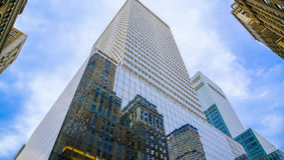 Skyskrapor med blått exponeringsglas Arkivfoton