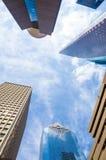 Skyskrapor mot blå himmel i centrum av Houston, Texas Arkivfoton
