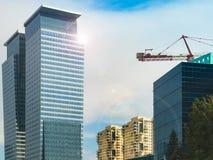 Skyskrapor mot skyen Fotografering för Bildbyråer