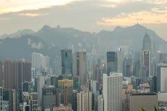 Skyskrapor och andra byggnader på Hong Kong Island i Hong Kong, Kina som beskådas från den Braemar kullen Royaltyfri Bild