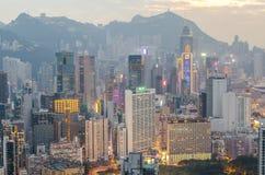 Skyskrapor och andra byggnader på Hong Kong Island i Hong Kong, Kina som beskådas från den Braemar kullen Arkivbilder