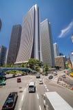 Skyskrapor och biltrafik Arkivfoto