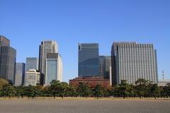 Skyskrapor och parkerar i Hibiya, Tokyo Royaltyfri Foto