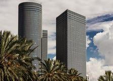 Skyskrapor och torn i mitten Fotografering för Bildbyråer