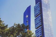 Skyskrapor och träd i Manhattan Royaltyfria Bilder