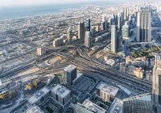 Skyskrapor och vägar i den Dubai staden UAE sikt för uae för utkik för burjdubai khalifa arkivbilder