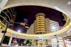 Skyskrapor på natten i centrum av Houston, Texas Arkivfoton