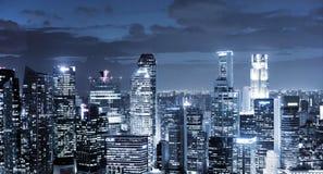 Skyskrapor på natten Royaltyfri Fotografi