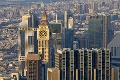 Skyskrapor Sheikh Zayed Road och väg för finansiell mitt i Dubai, UAE Arkivfoton