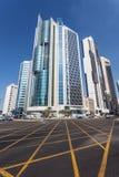 Skyskrapor som är i stadens centrum i Kuwait City Arkivfoto