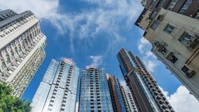Skyskrapor under en molnig himmel, Hong Kong royaltyfria foton