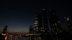 Skyskraporna av Moskva stock video