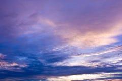 skysolnedgång arkivbilder