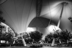 Skysong Couryard nachts in Schwarzweiss Lizenzfreie Stockfotografie