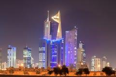 Skysrapers som är i stadens centrum i Kuwait Arkivbild