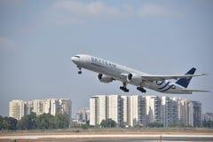 Skyteam Aeroflot plant ta av från Ben Gurion Airport arkivfoton