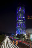 SkyTower byggnad i Bucharest under natt Royaltyfria Foton