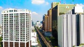Skytrain路线在城市 库存照片