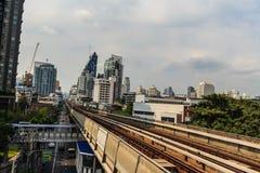 Skytrain на станции Lor BTS ремня, Бангкок транзитной системы общественного транспорта BTS Бангкока общественное, Таиланд Стоковые Фото